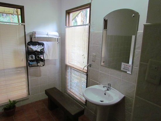 Busuanga Island Paradise:                   Bright clean bathrooms