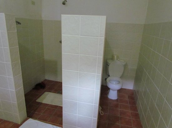 Busuanga Island Paradise:                   Large shower space...poor water pressure!