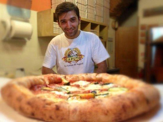 Pizzeria O'Scugnizzo : pizza Borbonica, bordo ripieno di ricotta!