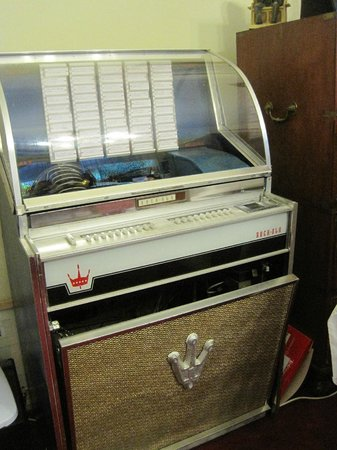 Abbeydene House: Authentic Juke Box