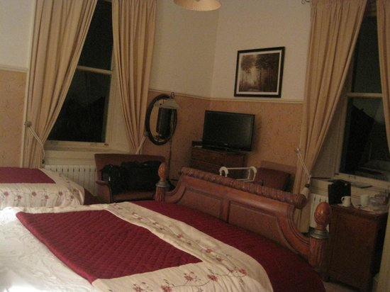 Abbeydene House: Spacious bedroom