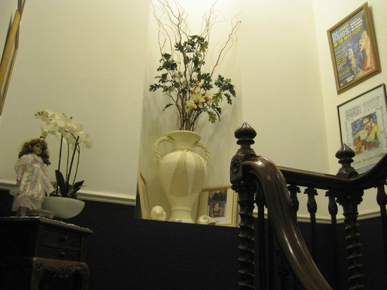 Abbeydene House: Staircase