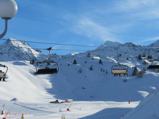 Chalets des Alpages: A view from the piste