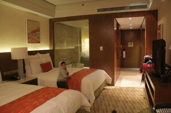 Manila Marriott Hotel:                   hallway                 