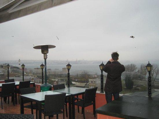Amiral Palace Hotel: Blick von der Dachterrasse auf den Bosporus