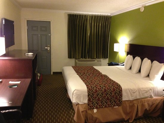 Americas Best Value Inn - Downtown Phoenix:                   Rooom