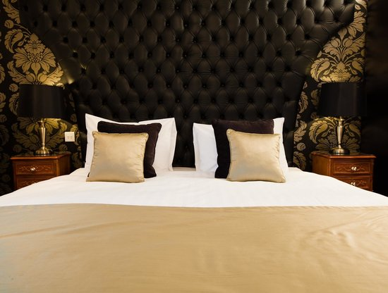 BEST WESTERN PLUS Henley Hotel: Warwick Suite - Bed