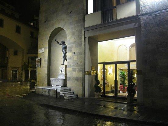 Pitti Palace al Ponte Vecchio: Fachada del Hotel