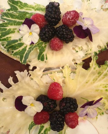 Mansion District Inn Bed & Breakfast: Chef Jovanna's Breakfast garnish