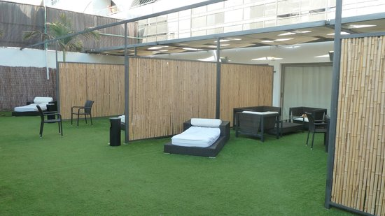 Rich Luxury Suites :                   Empty patio