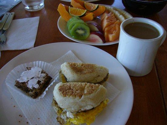 Makai Hale: breakfast