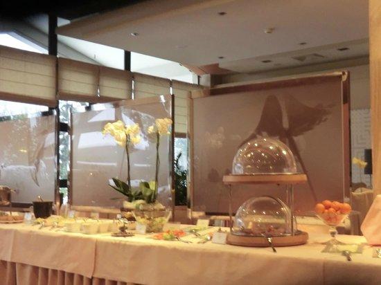 Crown Piast Hotel & Park: sala prima colazione