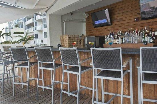 Sole on the Ocean: Sundeck Pool Bar