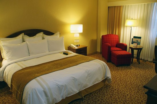 Greensboro Marriott Downtown : King guestroom
