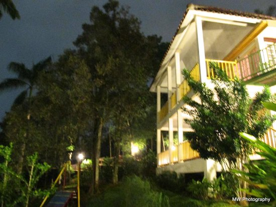 Hotel Deli River:                   outside cottage at night