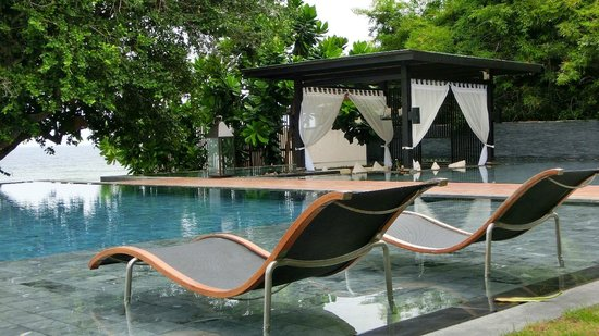 V Villas Hua Hin, MGallery by Sofitel: Pool und Pavillons