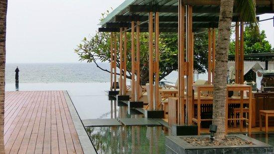 V Villas Hua Hin, MGallery by Sofitel: Auf dieser Terasse ist der Nachmittagssnack