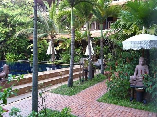 Siddharta Boutique Hotel: garden and pool