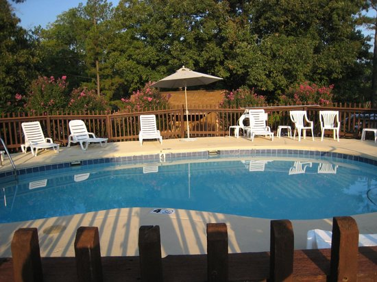 Rocky Branch Resort : Pool and relax area