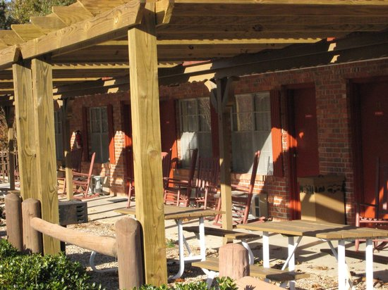 Rocky Branch Resort : All rooms have grill and picnic tables plus 2 rockers