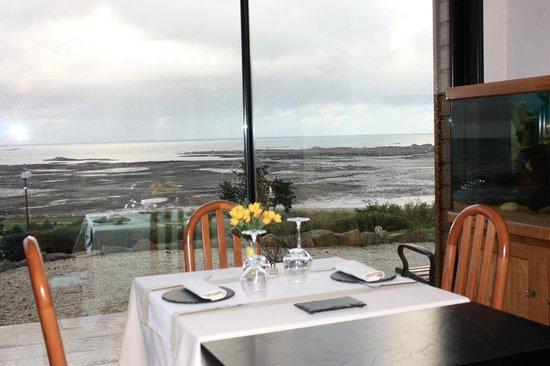 Domaine de Buhez Nevez : La salle a manger et le vivier à homard