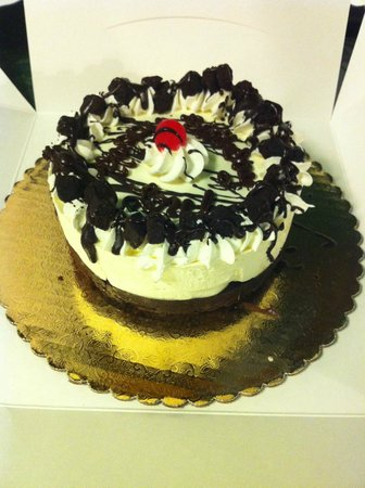 Julie Ann's Frozen Custard: Wife's small brownie custard cake.