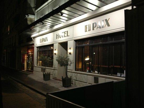 Hotel De La Paix Montparnasse: Hotel da fuori