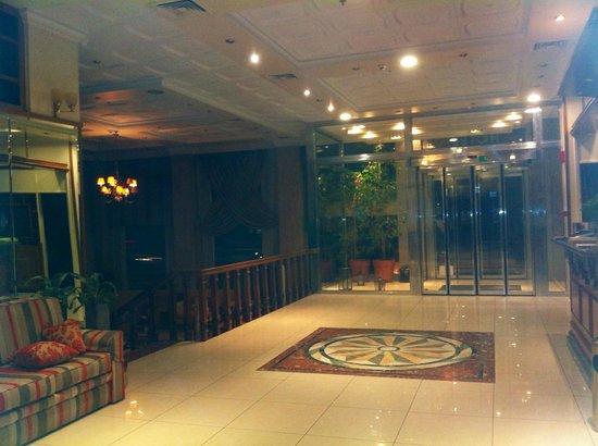 Emmantina Hotel: Hall d'entrée