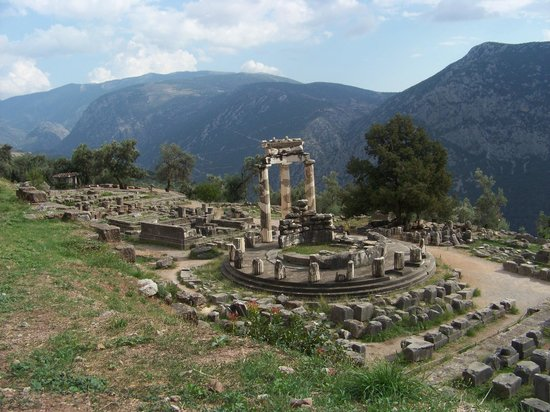 Greece Taxi:                                     the Temple of Athena at Delphi