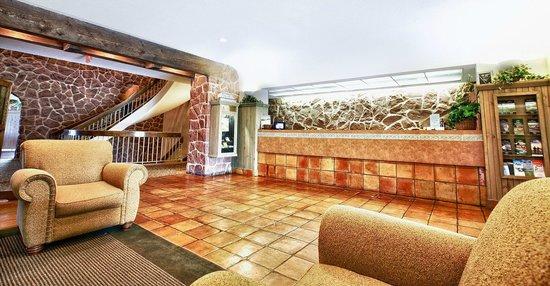 Rodd Mill River Resort: Reception Area