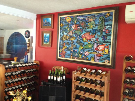 Niko's Restaurant : Very cool paintings throughout the dining areas