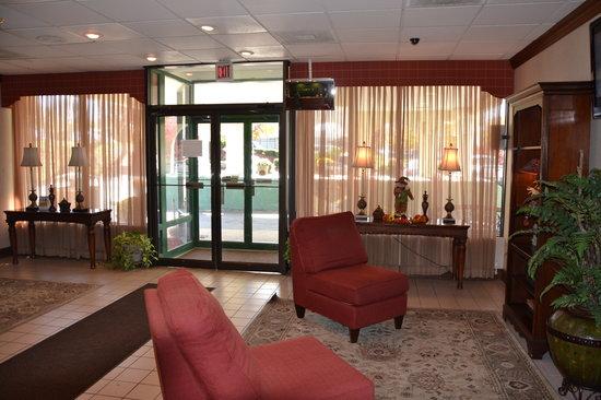 Quality Inn: Lobby Area