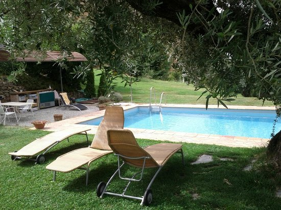 La Almunia del Valle:                   zwembad