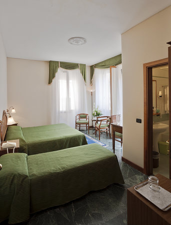 Hotel Locanda Gaffaro: The large Room with balcony
