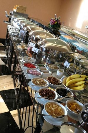 J5 Hotels - Port Saeed: Hot breakfast options