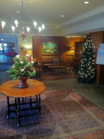Williamsburg Lodge, Autograph Collection :                   Lobby Entranceway