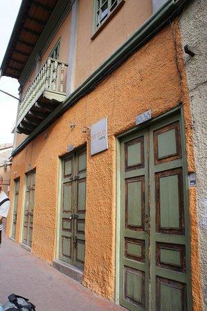 A Casa Naranja:                   Exterior view from street