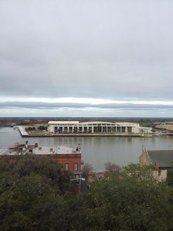 Holiday Inn Express Savannah-Historic District: Another view of the river from our room