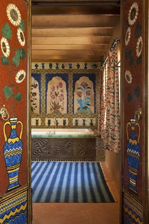 Inn of the Five Graces: Inlaid Stone Bathroom