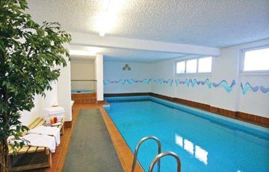 Chalet Hotel Ambassador: Chalet Ambassador swimming pool