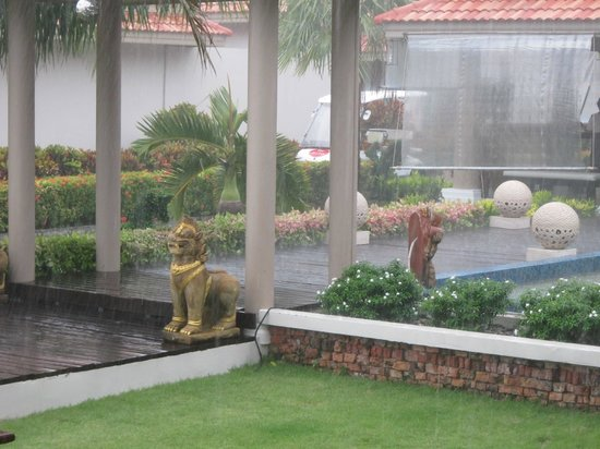 Sita Beach Resort & Spa: Monsoon!