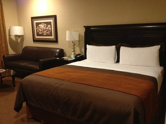 Ayres Hotel & Spa Moreno Valley:                   Ayers Moreno room