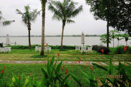 Vinh Hung Riverside Resort: River view from restaurant