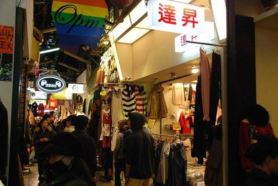 Wu Fen Pu (Wufenpu Garment Wholesale Area) : Rows and rows of shops