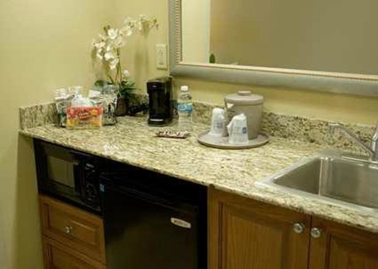 Hampton Inn & Suites Murfreesboro: Wet Bar Area in Studio Suites