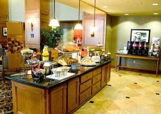 Hampton Inn & Suites Murfreesboro: Great Free Hot Breakfast