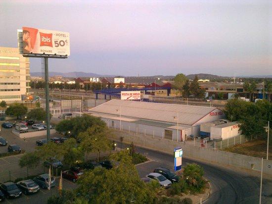 Holiday Inn Express Valencia Bonaire: Vista della zona del centro commerciale dalla finestra della camera