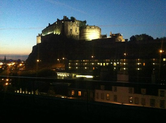 Apex Grassmarket Hotel:                   Amazing view of Edinburgh Castle