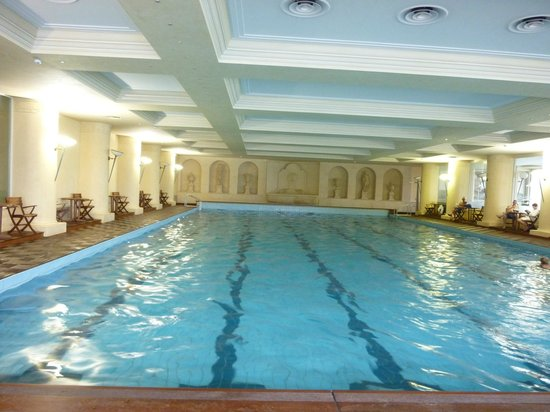 Hotel Simplon: Indoor pool at Hotel Dino (shared with Simplon clients)