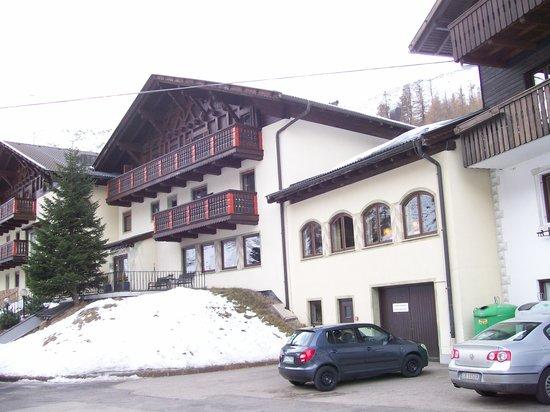 Hotel Gerstgras: Blick seitlich auf das Hotel